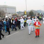 Факелоносцы Эстафеты Огня Универсиады в Алматы